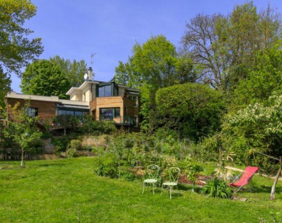Villa  de 246m2 avec studio indépendant sur 1708m2 La Celle Saint-Cloud