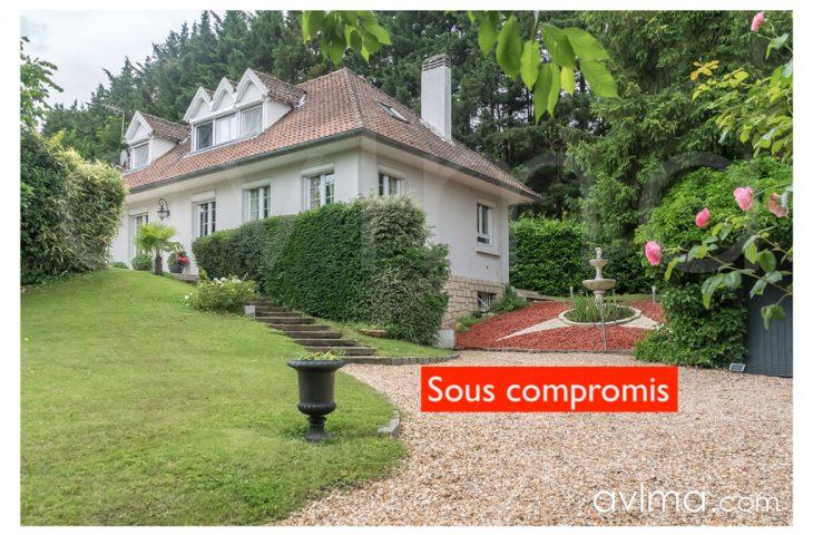 Maison d'environ 160m2 aux Gressets, 4 chambres avec jardin